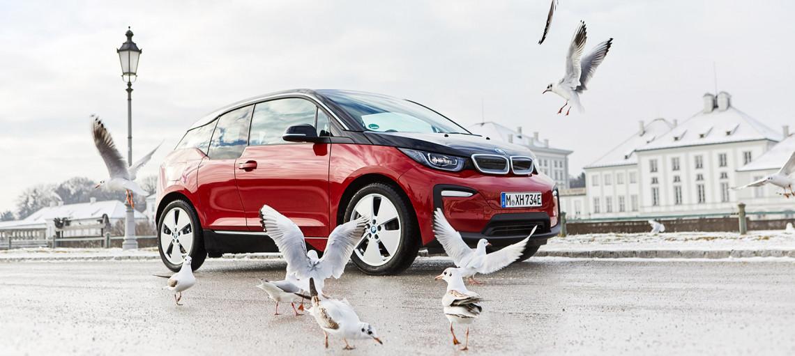 С новыми высоковольтными батареями увеличивается запас хода, сохраняя характерный BMW спортивный талант: BMW <span>i<span>3 (120 А·ч) и BMW<span>i<span>3<span>s<span> (120 А·ч).